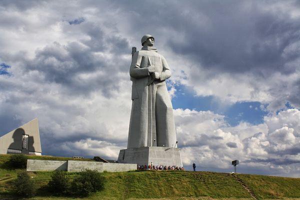 Памятник Алеша
