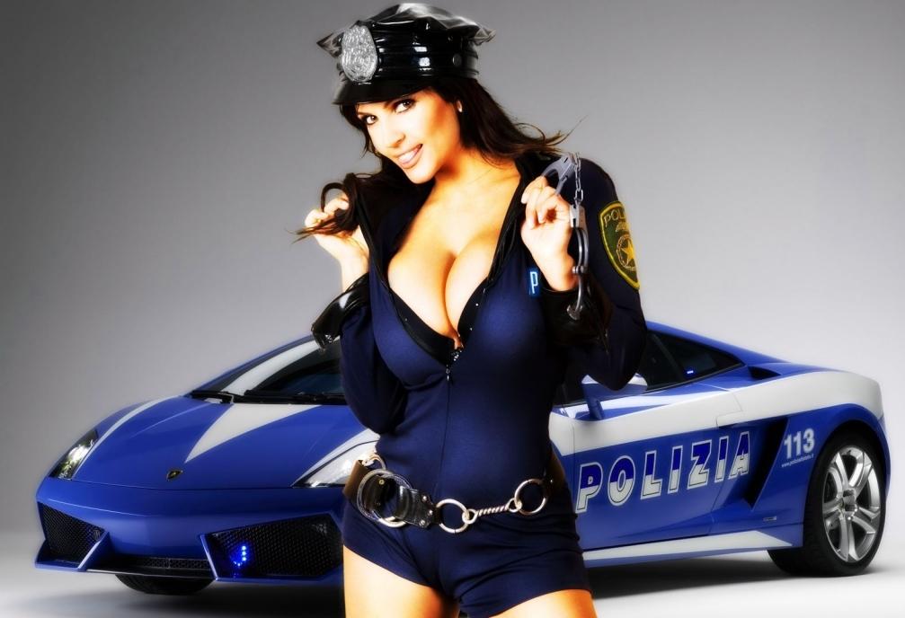 _Девушка-полицейский