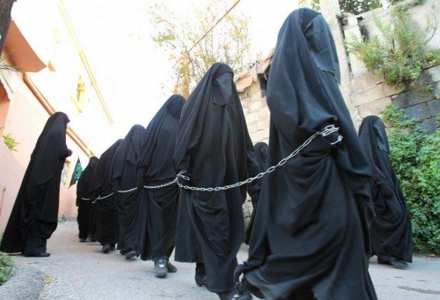 Женщины в кандалах в Саудовской аравии
