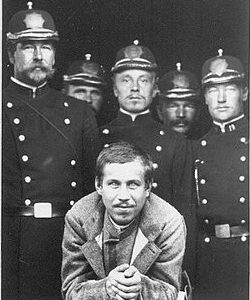 Обвиняемый Егор Ларичкин под охраной